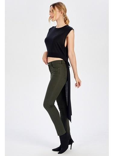 Peraluna Peraluna Arkası Uzun Kemerli Siyah Kolsuz Kadın Triko Bluz Siyah
